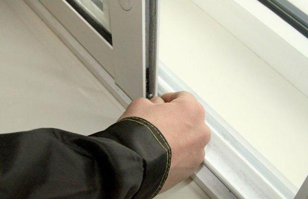 Регулировка алюминиевых окон от компании все для окон и двер.